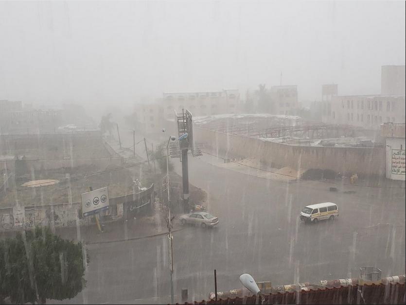 تنبيه عاجل.. هذه المحافظات اليمنية ستضربها الأمطار الغزيرة خلال الساعات القادمة والدفاع المدني يحذر المواطنين من تدفق السيول الجارفة